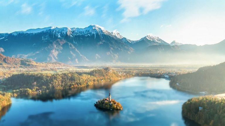 Apmeklējiet Bled, Slovēnijā un gatavojieties būt pārsteigti ar tā skaistumu