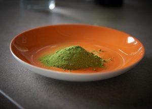Moringa lapu pulverī ir aptuveni 30% šķiedrvielu